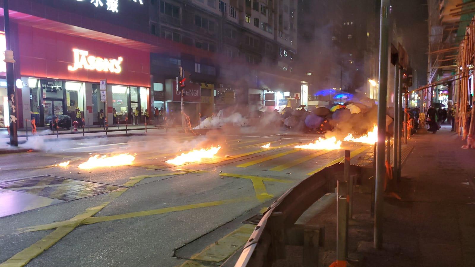 【修例風波】彌敦道爆衝突 警射布袋彈及橡膠子彈