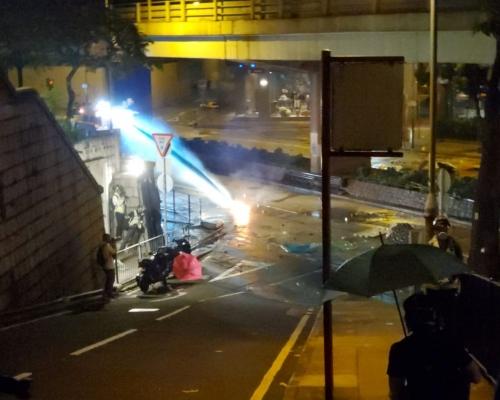 【修例風波】示威者與警方佐敦激烈衝突 防暴警黃埔射催淚彈