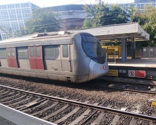 港鐵:東鐵線紅磡至九龍塘站暫停服務 黃埔站油麻地站關閉