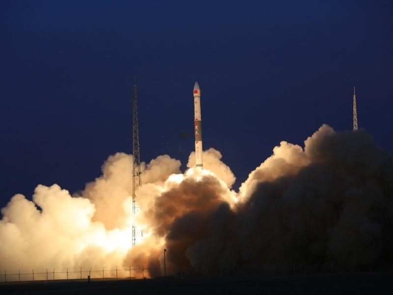 快舟一號以一箭雙星方式將全球多媒體衛星送進軌道。(新華社)