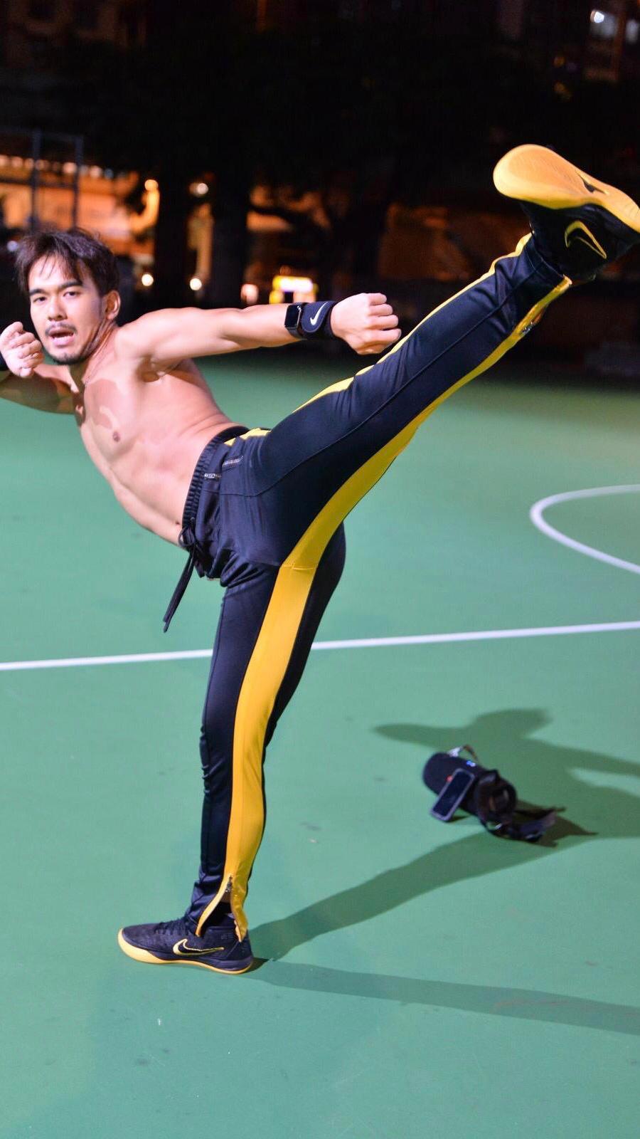 熱愛運動和武術的Andrew,每日都會練習,亦有教班。