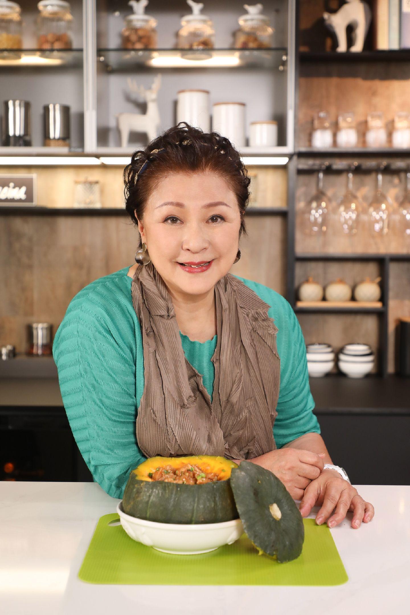 GiGi姐對煮食及主持拍檔都好有要求,倩揚被點名合作受寵若驚。