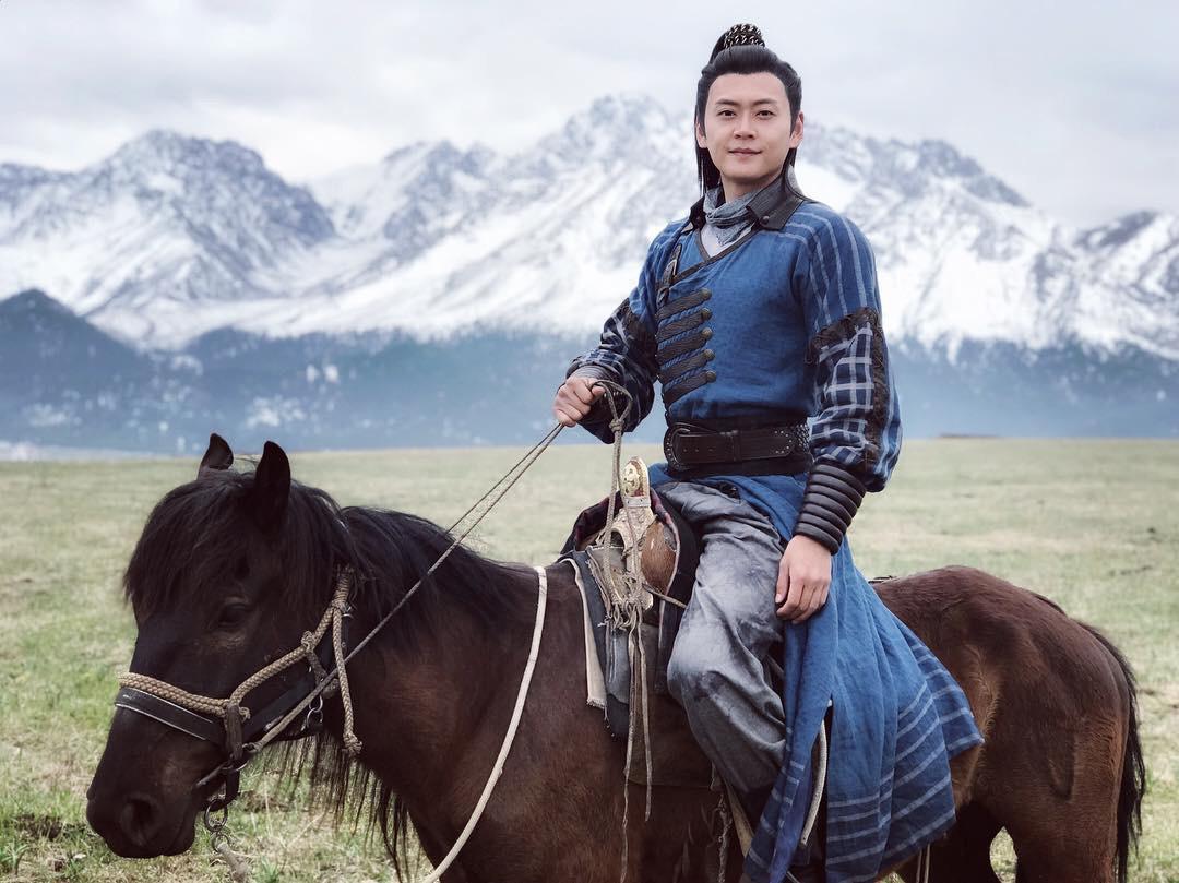 拍《包青天》期間曾多次墮馬。
