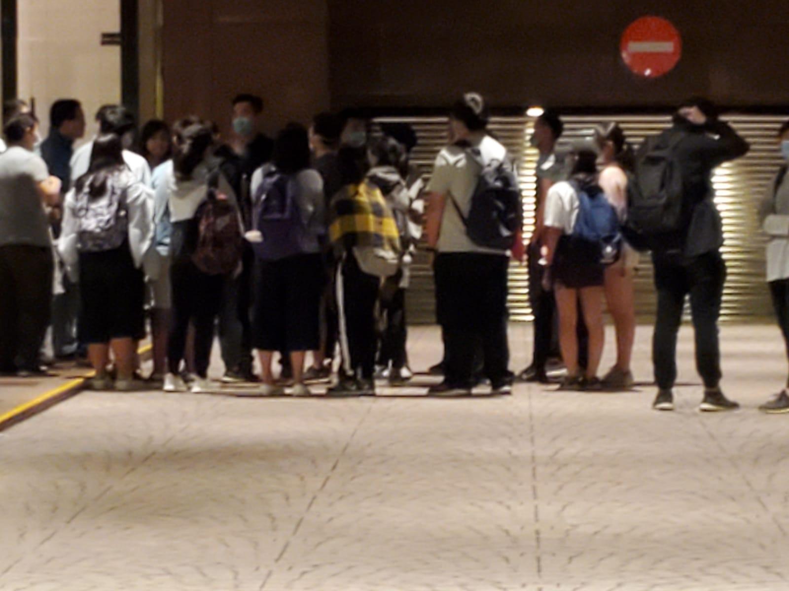 【修例風波】陪同約百名學生離開理大 曾鈺成:逾半人18歲以下