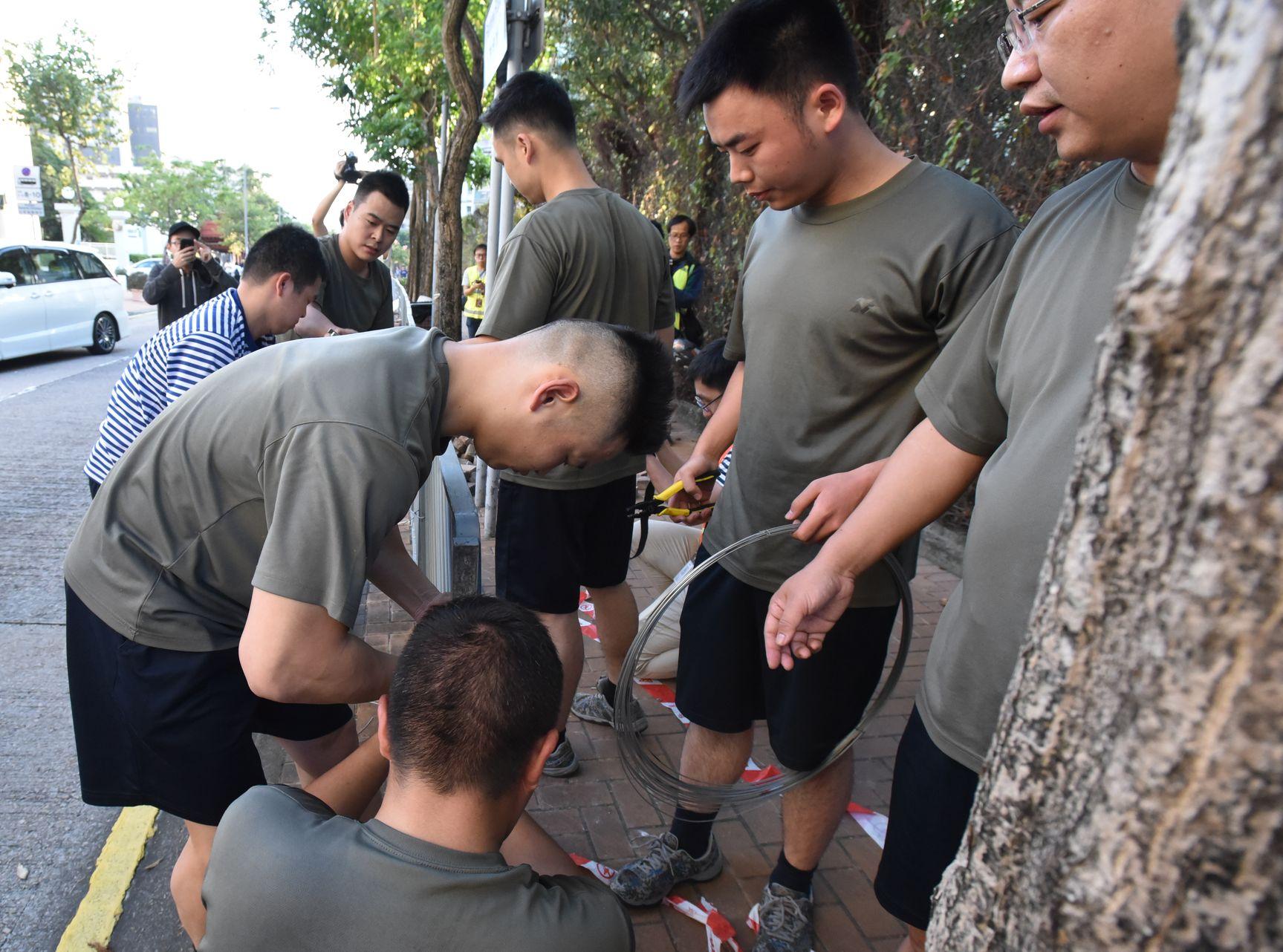 林鄭月娥指駐港部隊清理路障非特區政府提出。 資料圖片
