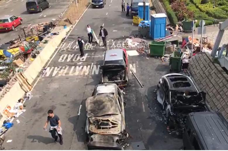 尖東海傍多車被燒毀。