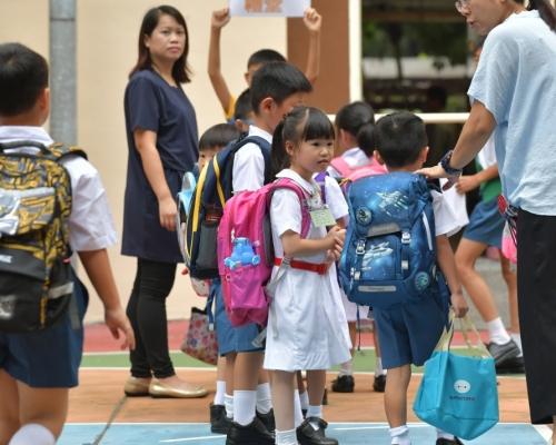 教育局:全港中小學及部份特殊學校明日復課