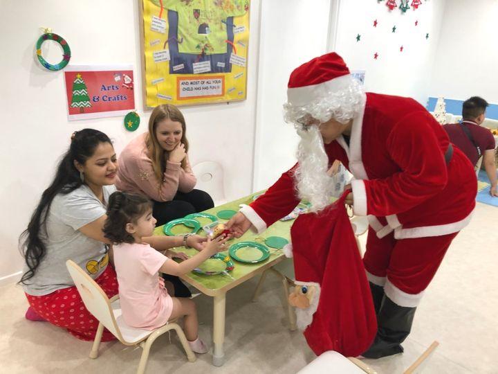 聖誕嘉年華當日有小朋友最愛的聖誕老人大派禮物。