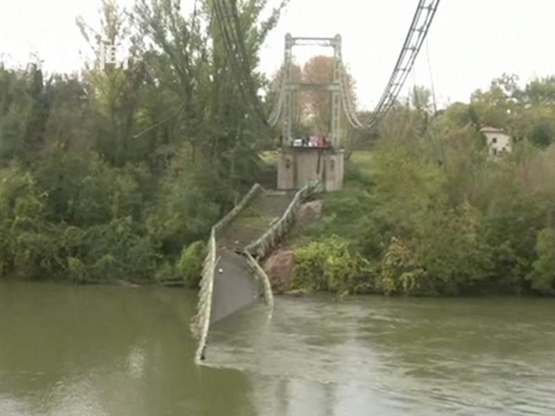 法國西南部圖盧茲市塔恩河的一座吊橋發生崩塌斷裂意外,釀兩死。(網圖)
