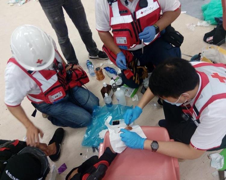 香港紅十字會再派出醫護人員下午入理大為傷者治療。香港紅十字會fb
