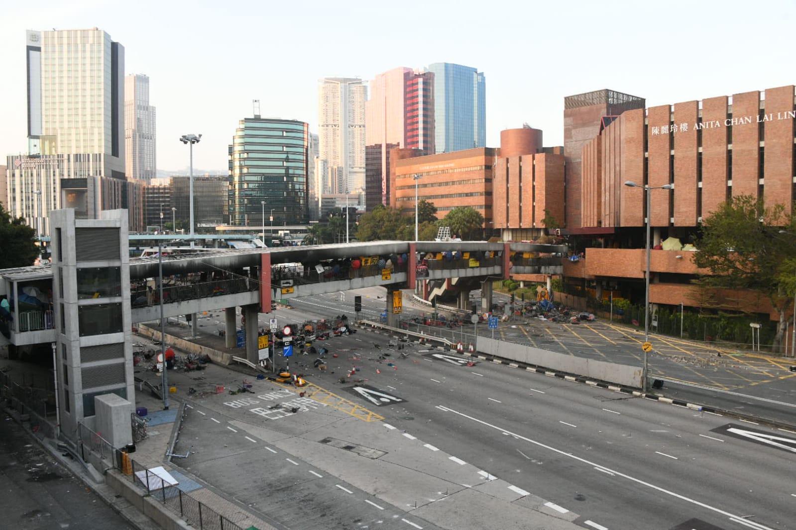 紅隧交通仍然癱瘓。