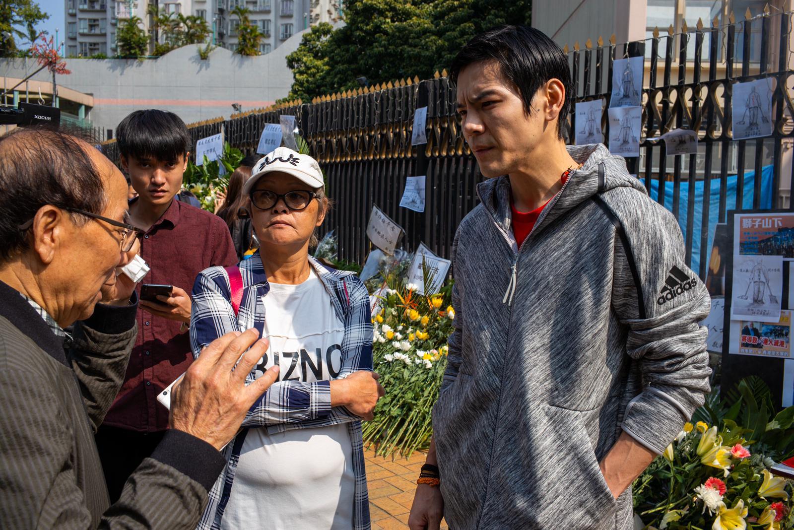 對於最近香港發生不少衝突,向佐坦言非常不開心。