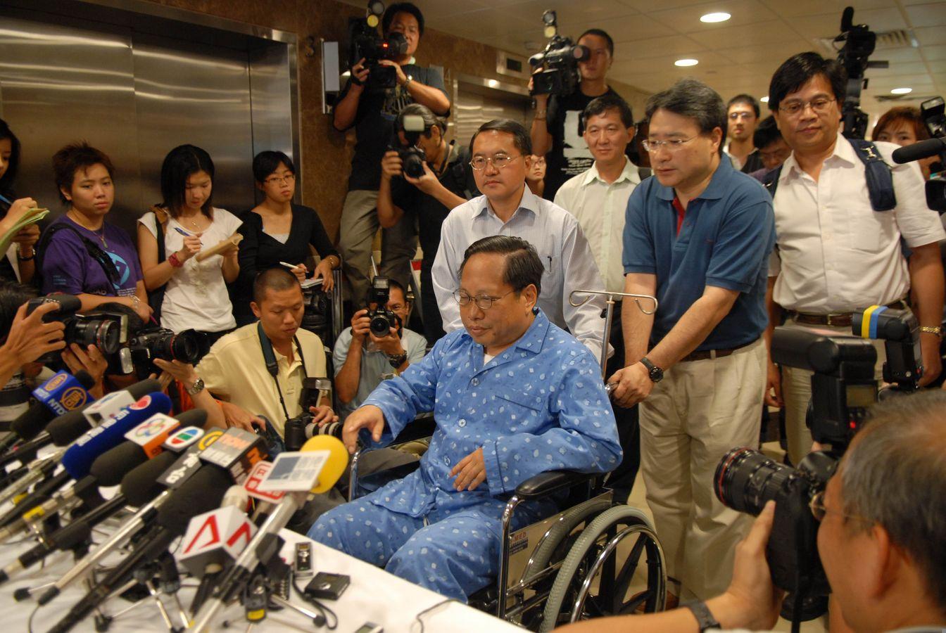 何俊仁在06年曾遇襲入院。資料圖片