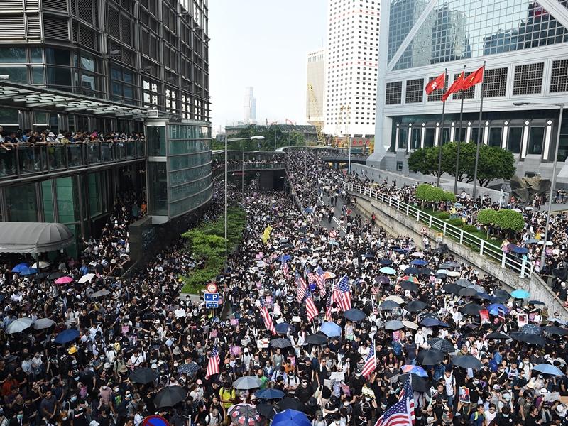 參議院通過《香港人權與民主法案》。