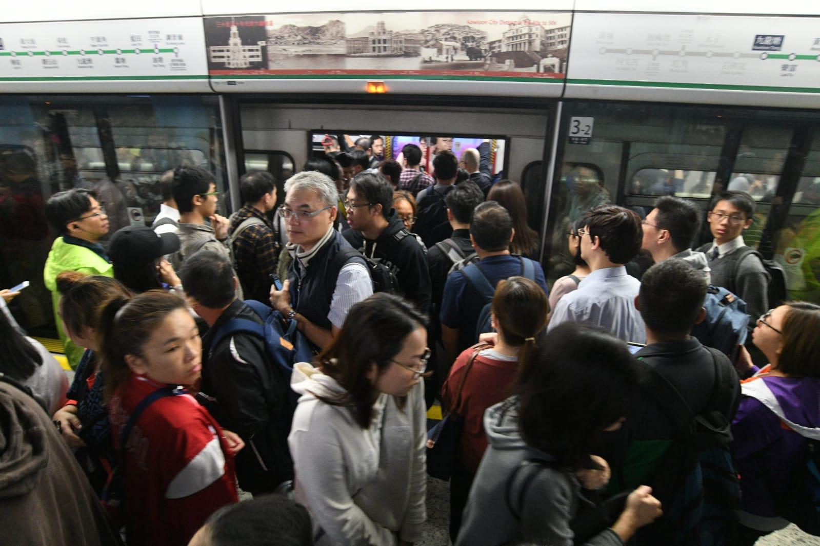 列車服務受影響。