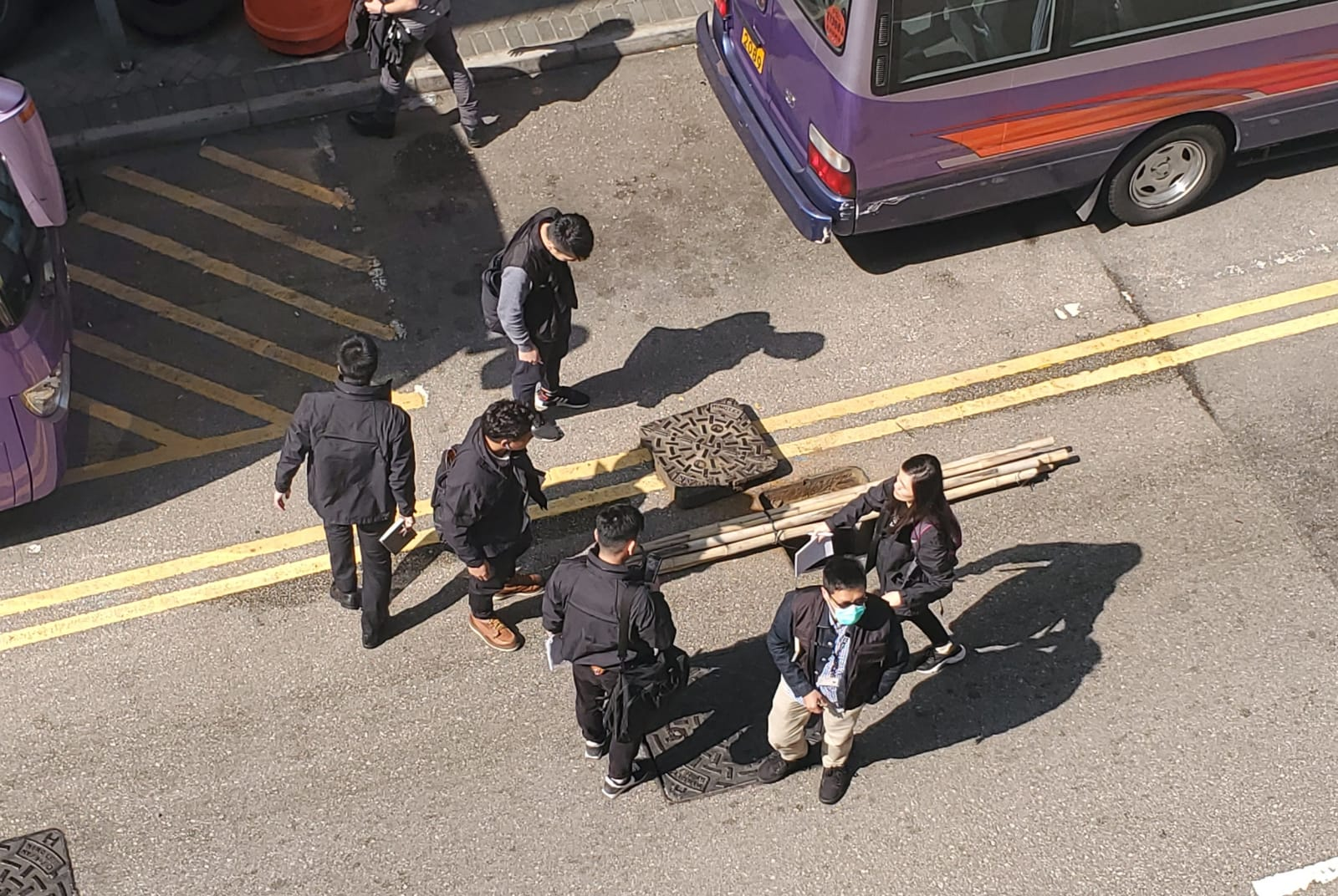 大批便裝警員到場調查。林思明攝