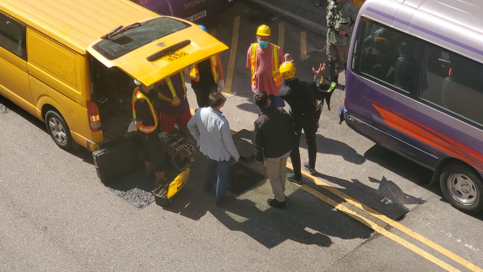 渠務署職員及消防到場協助。