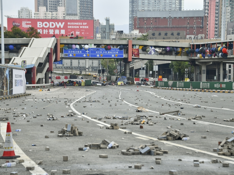 張建宗表示紅隧行政大樓內的管制系統,包括通風、消防及訊號系統等都受到嚴重破壞。資料圖片