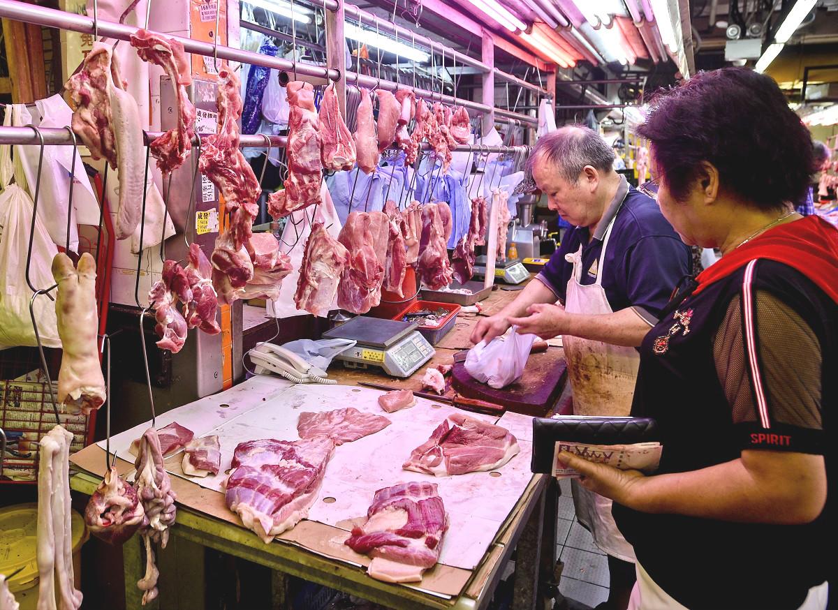 統計處數據顯示,新鮮瘦肉的零售價由4月每公斤平均76.5元,暴升逾倍至今年9月的每公斤159元。 資料圖片