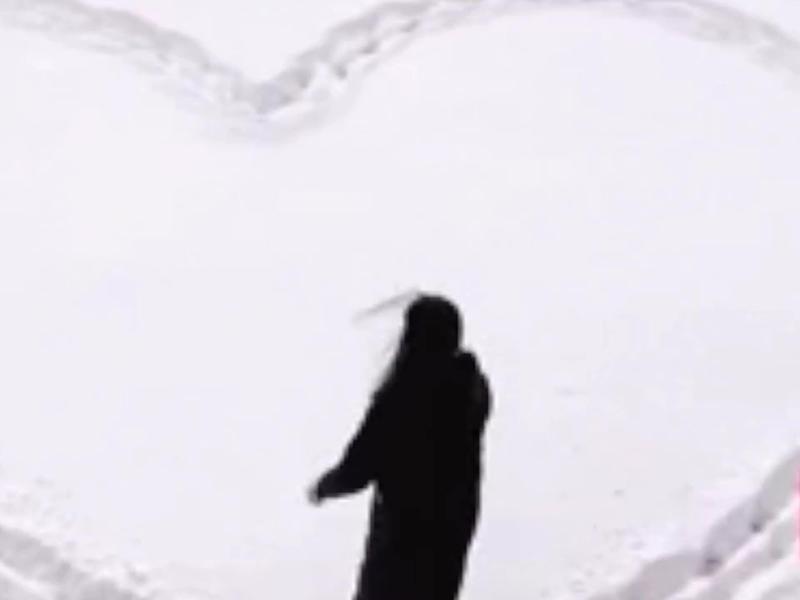 「雪地代寫」告白走紅 ,接單人稱讓更多人愛上北方的雪。(網圖)