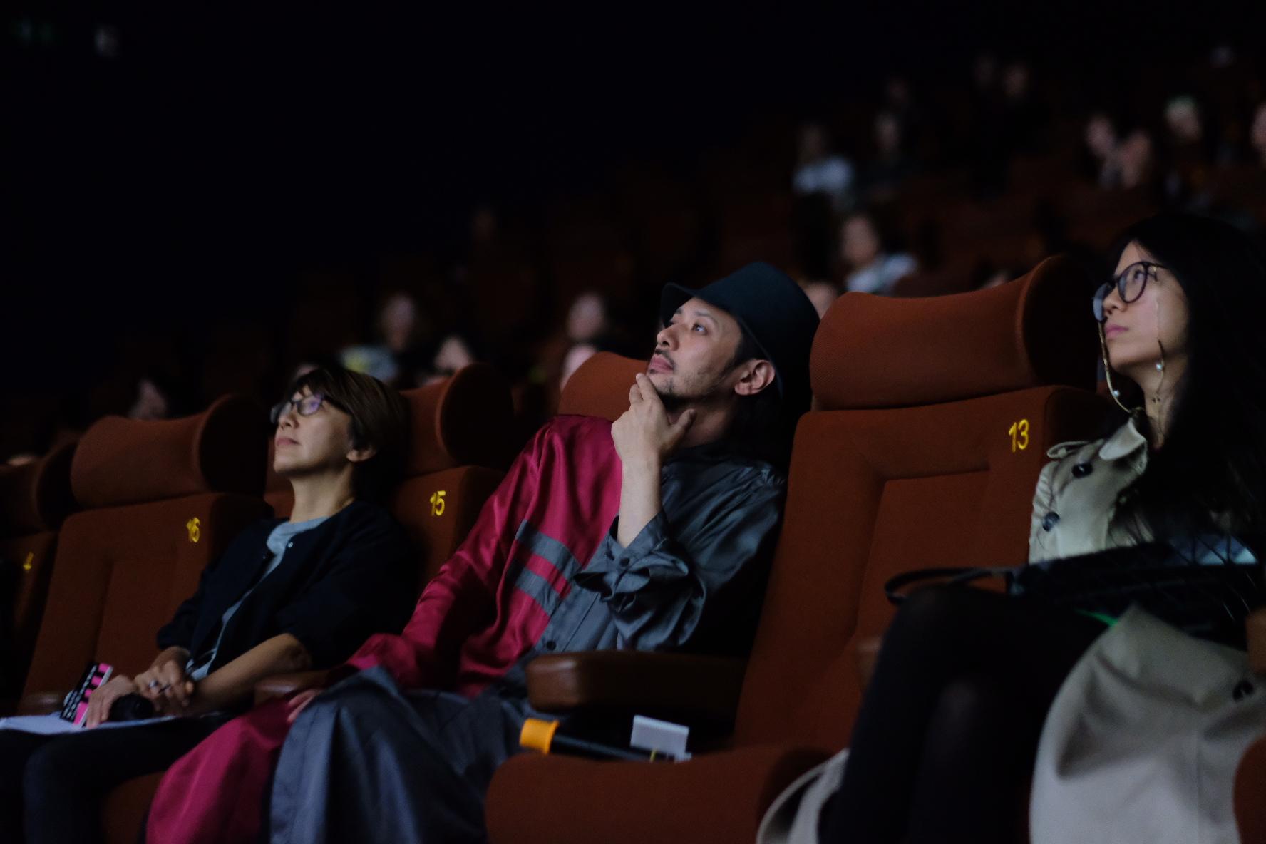 小田切來港跟影迷一同觀賞執導的《從不一漾》,相當入神。