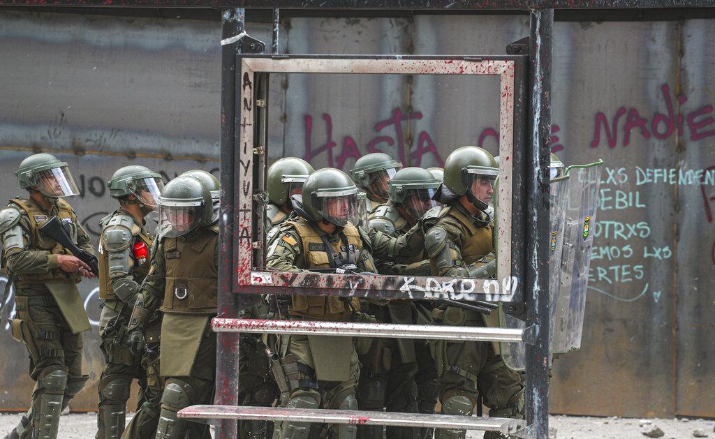 警方鎮壓示威。AP