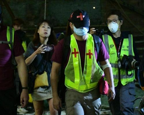 【修例風波】滕錦光陪同十多人離開理大 各區最少79人送院
