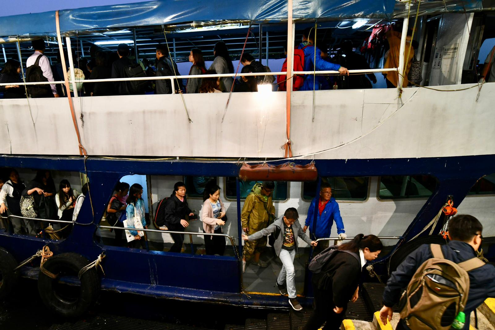 不少市民改搭渡輪過海