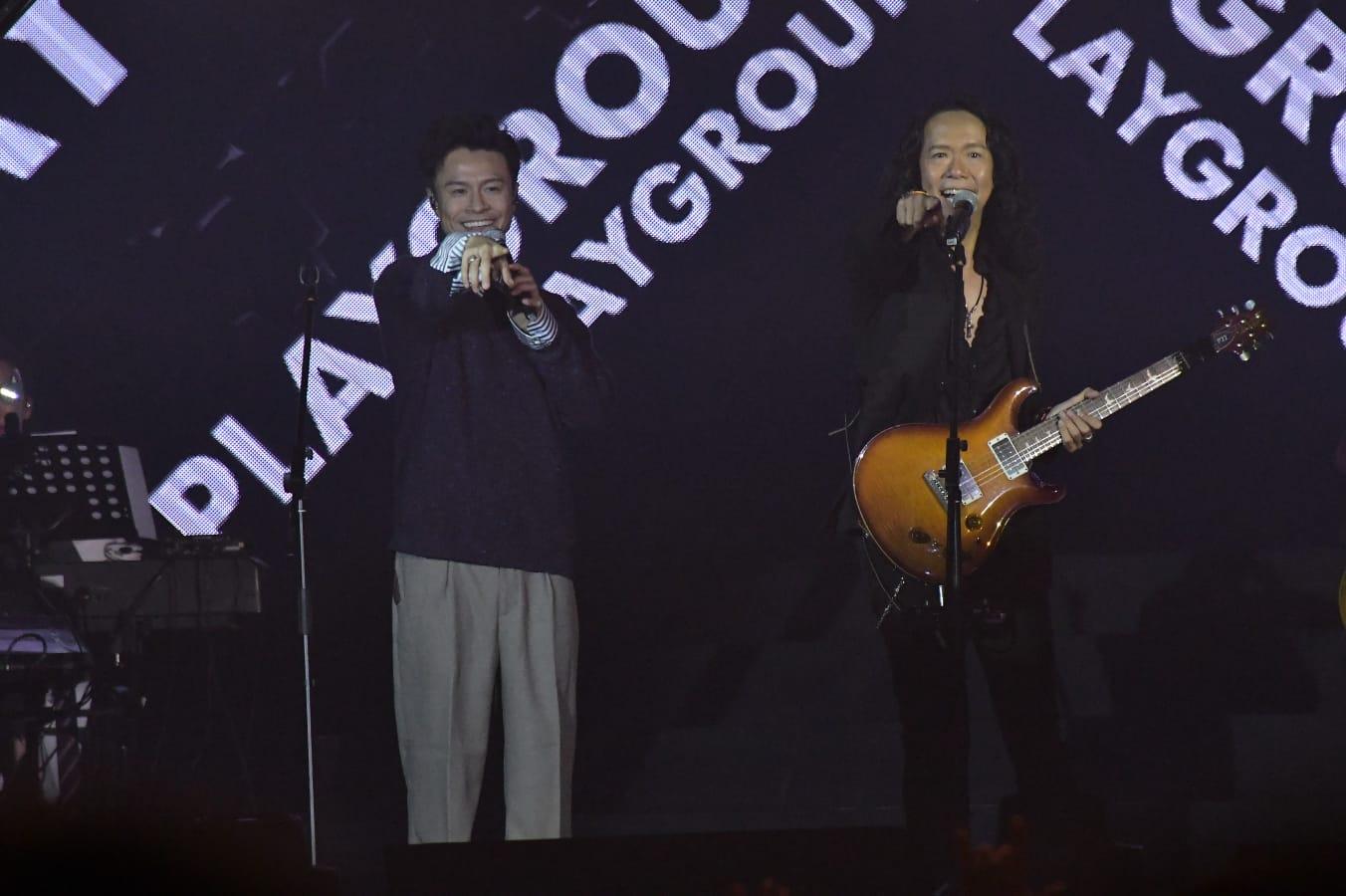 Joey與陳健安齊擺甫士好合拍。