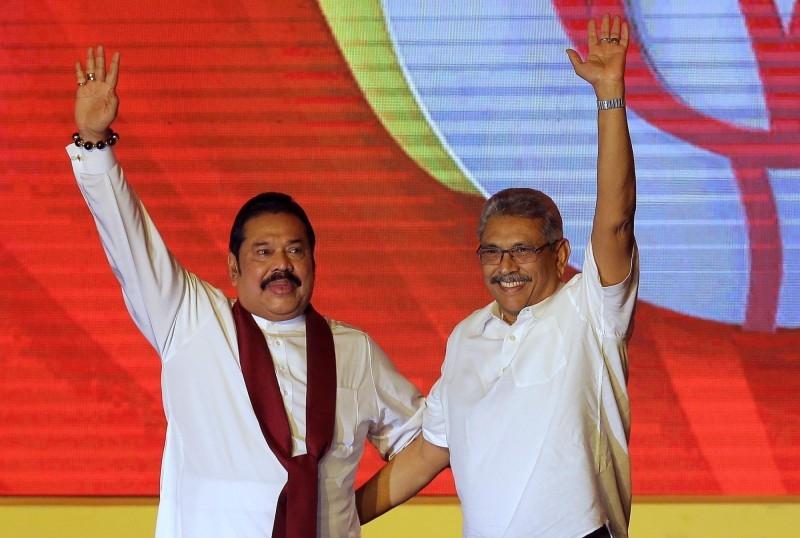 斯里蘭卡新總統戈塔巴耶·拉賈帕克薩(右)宣布任命兄長馬欣達·拉賈帕克薩為新總理。AP