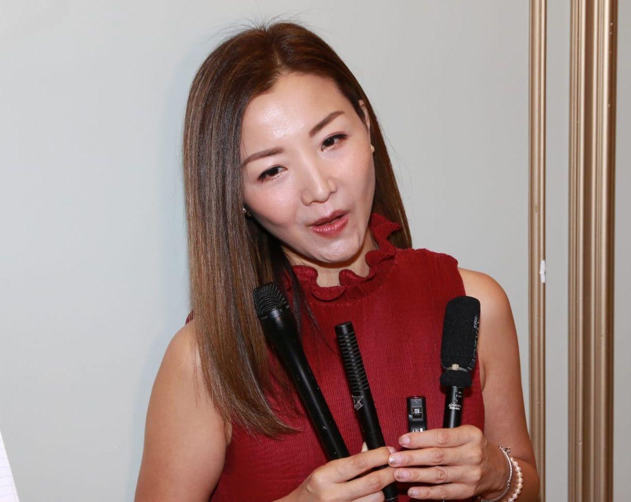 譚嘉荃擔心在緊急情況下全場觀眾離開,她一個人在台上不知如何是好。
