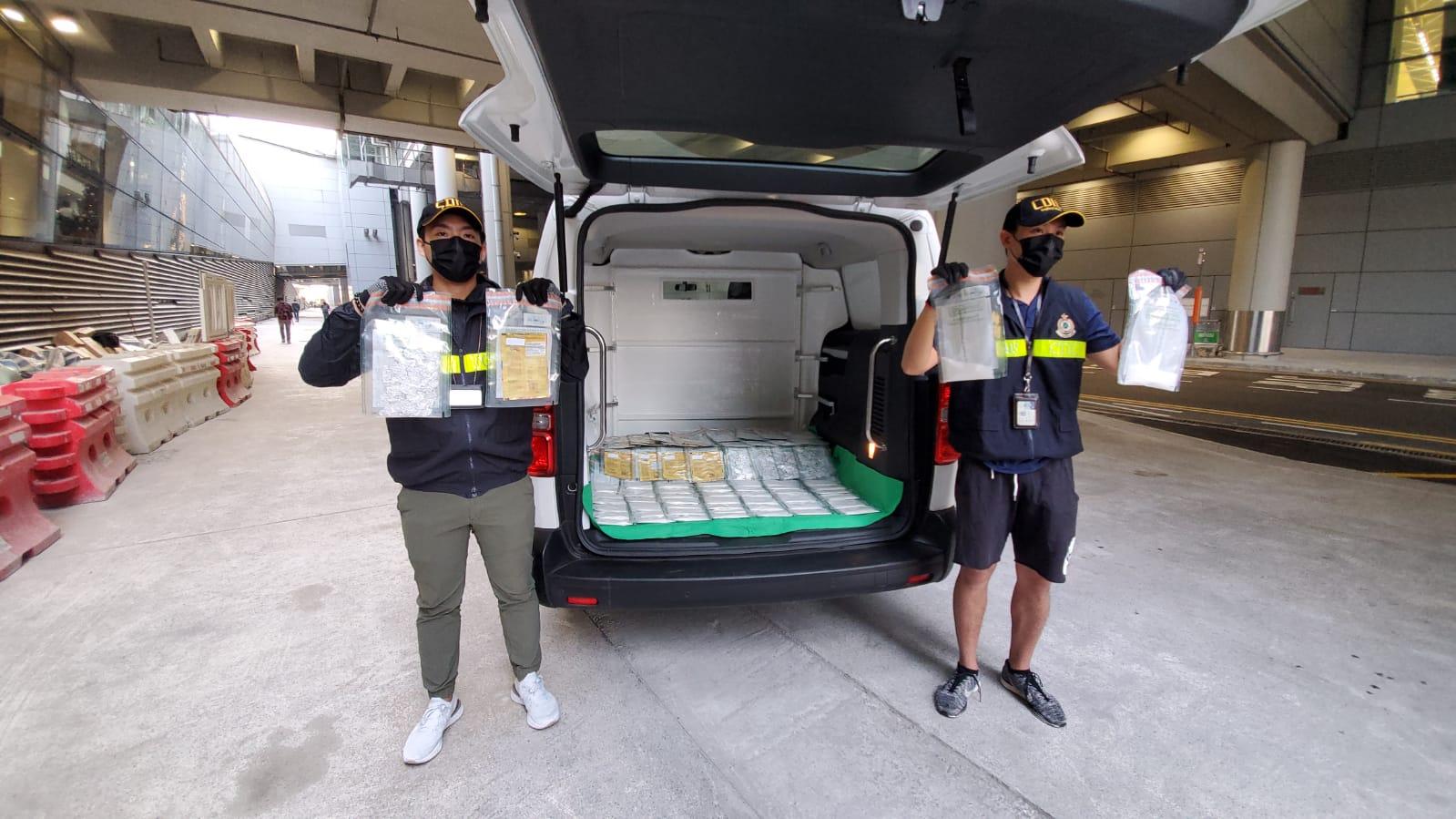 海關在機場檢獲約3.4公斤懷疑冰毒,估計市值約157萬元。