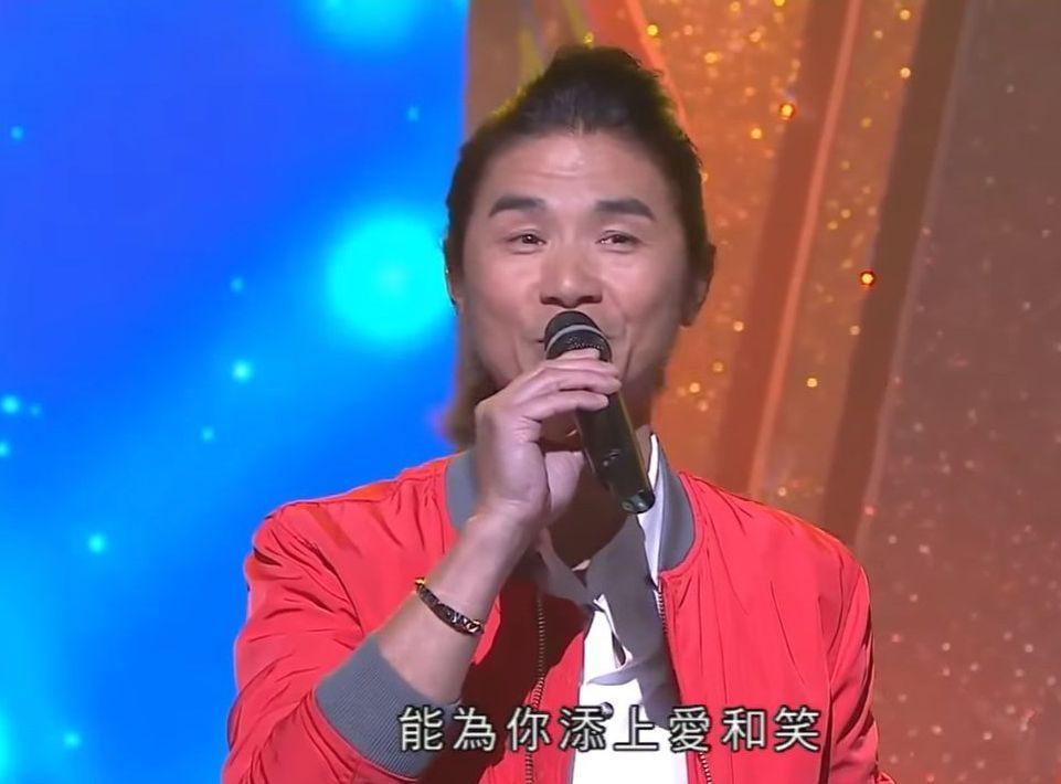 黃翊因演出TVB《流行經典50年》在樂壇翻生。