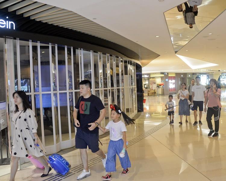 Yoho Mall商場部分店鋪落閘。資料圖片