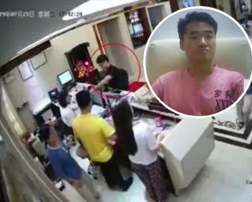 深圳警方視頻顯示三入嫖妓場所 鄭文傑認罪稱感羞愧(有片)