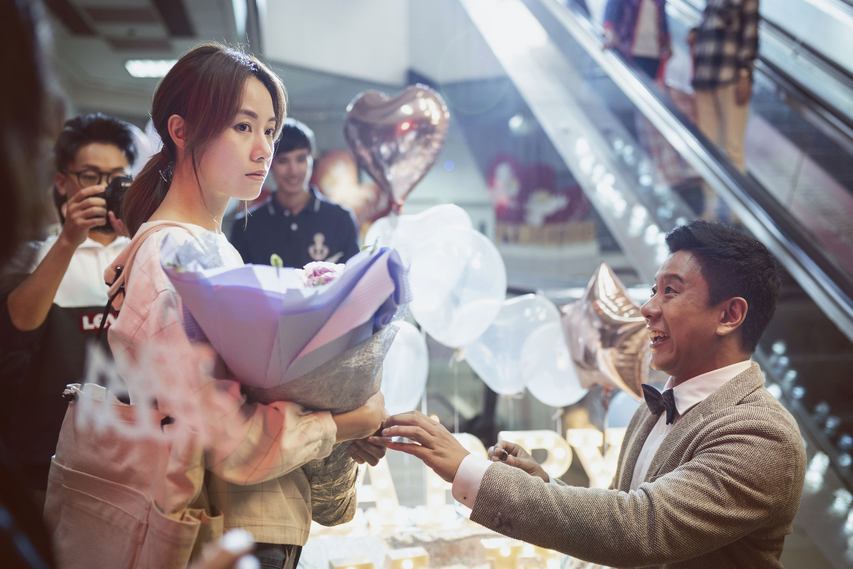 《金都》由鄧麗欣和朱栢康主演。