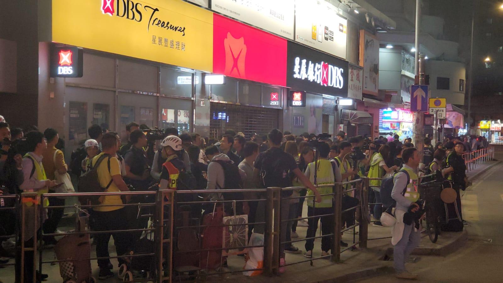 部分人已到達元朗大馬路與大棠路交界。