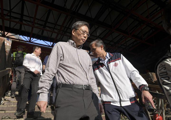校長滕錦光(置前)日前聯同管理層視察校園及探望留守者。