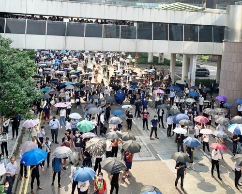 【修例風波】中環「和你lunch」聚交易廣場示威 兩批人一度推撞