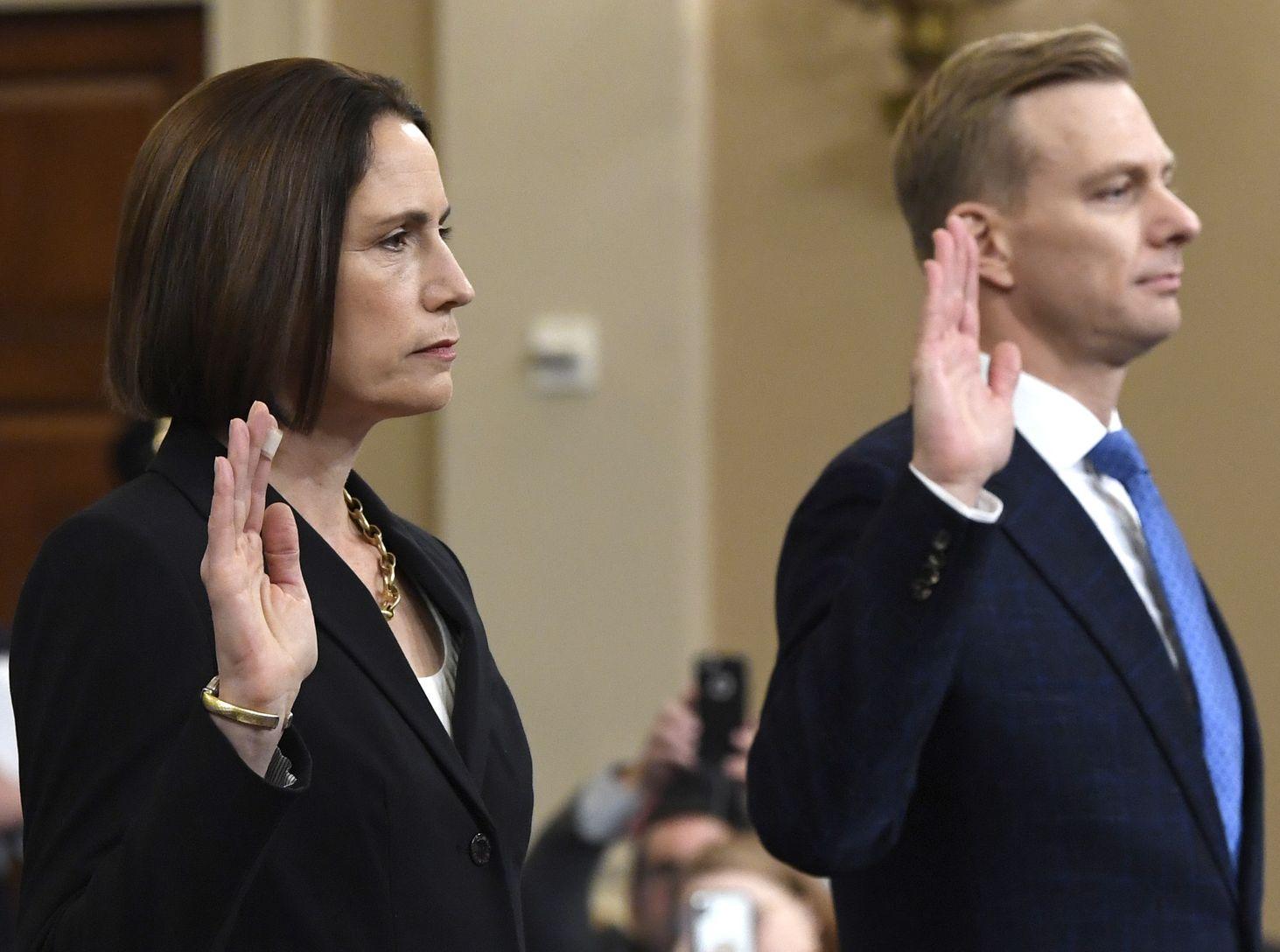 白宮前任女顧問希爾和國務院顧問霍姆斯在公開聽證會上作供。AP