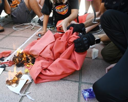 【光復屯公】13歲女生涉焚燒國旗認罪候判 官改收柙念頭索感化報告