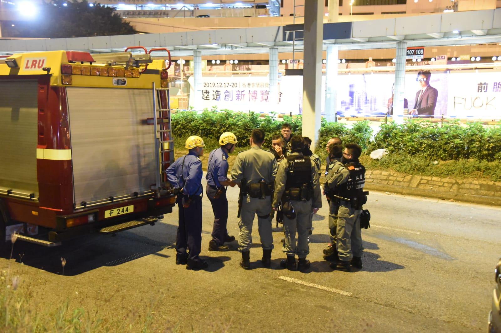 【修例風波】示威者疑爬渠逃離理大一度失聯 消防渠口戒備