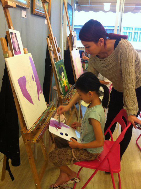 離開娛樂圈後,Alley專注教畫畫一段日子。