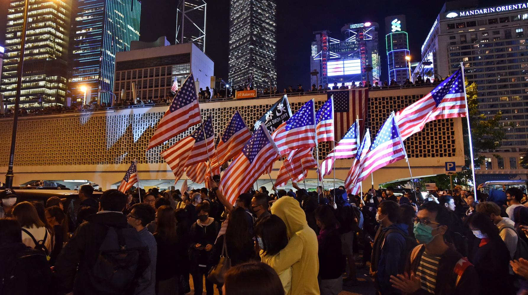 香港眾志秘書長黃之鋒希望其他國家可效仿。