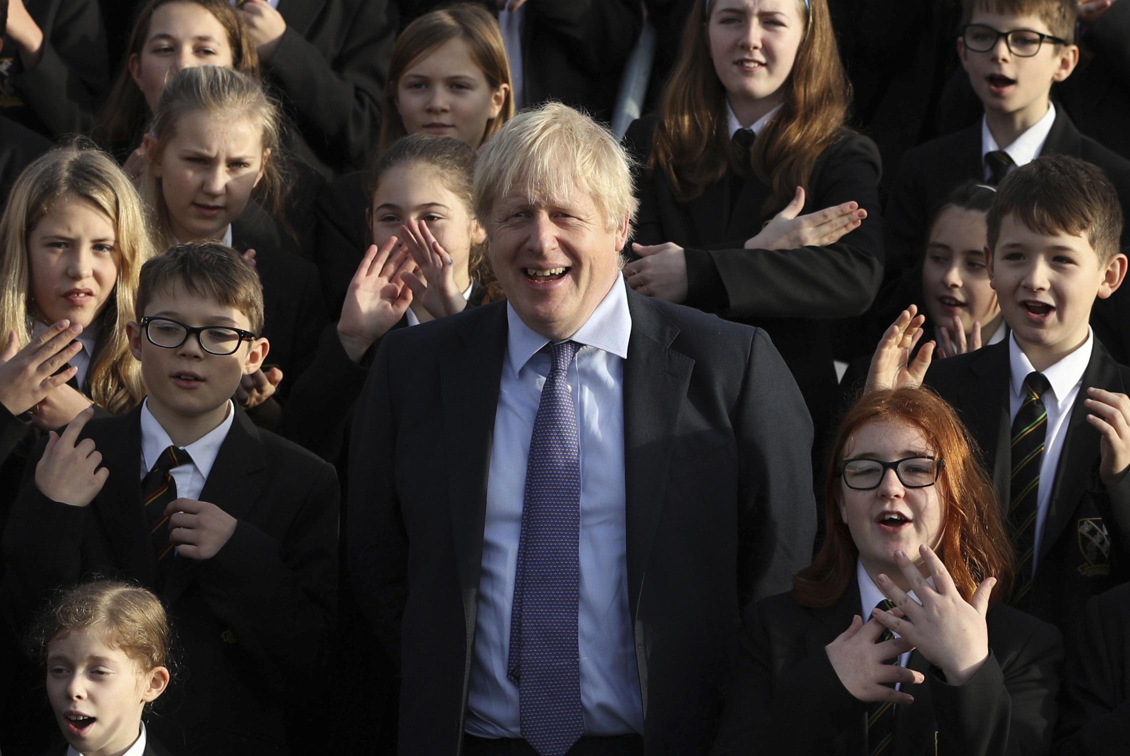 英首相拒出席电视辩论气候变化,遭电视台以冰雕取代。图