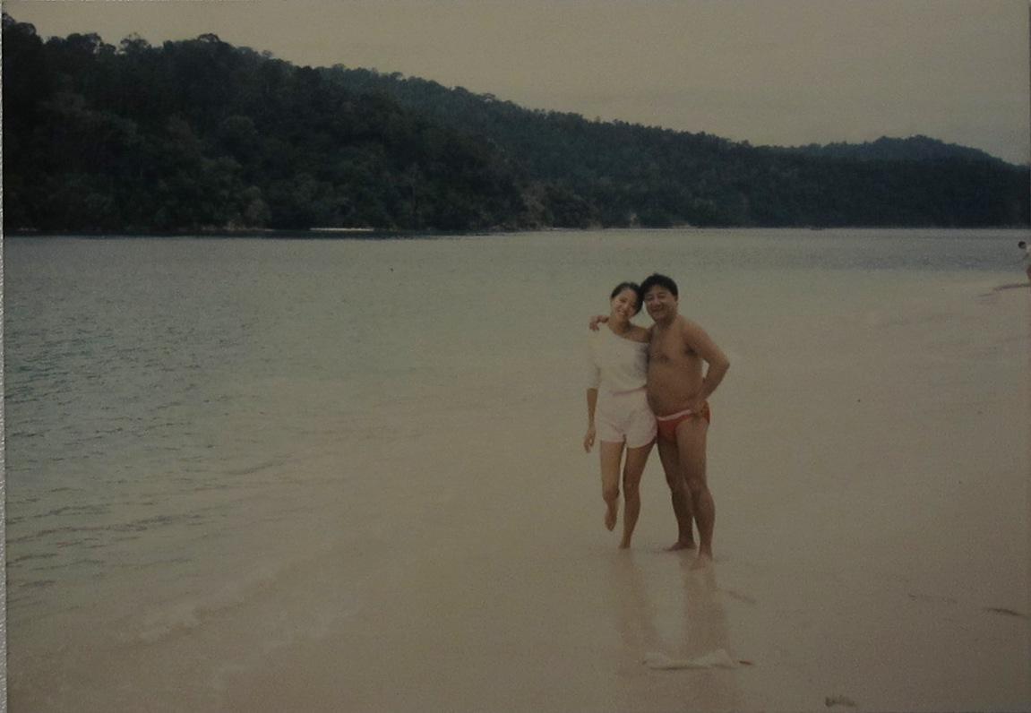 黎小田曾公開與梅艷芳在海灘合照。