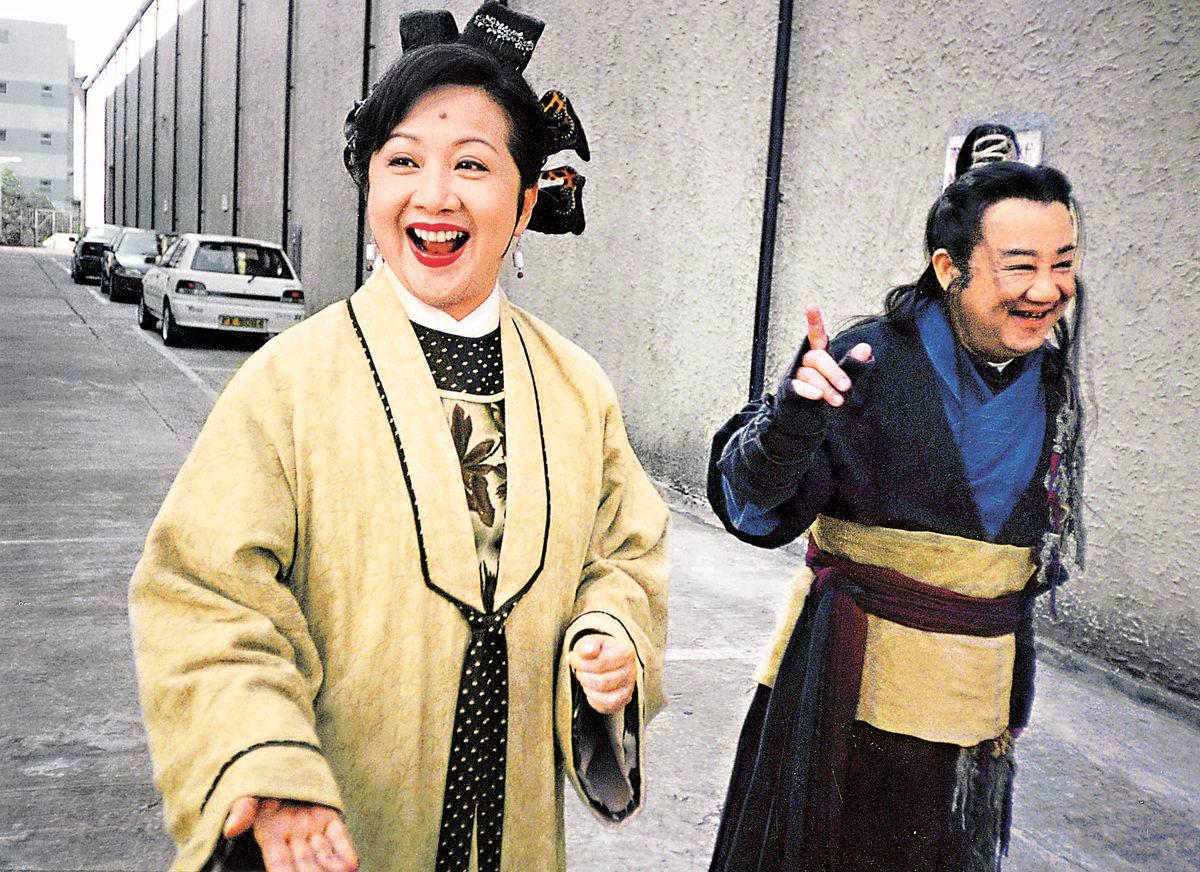 黎小田曾客串薛家燕古裝喜劇《皆大歡喜》。