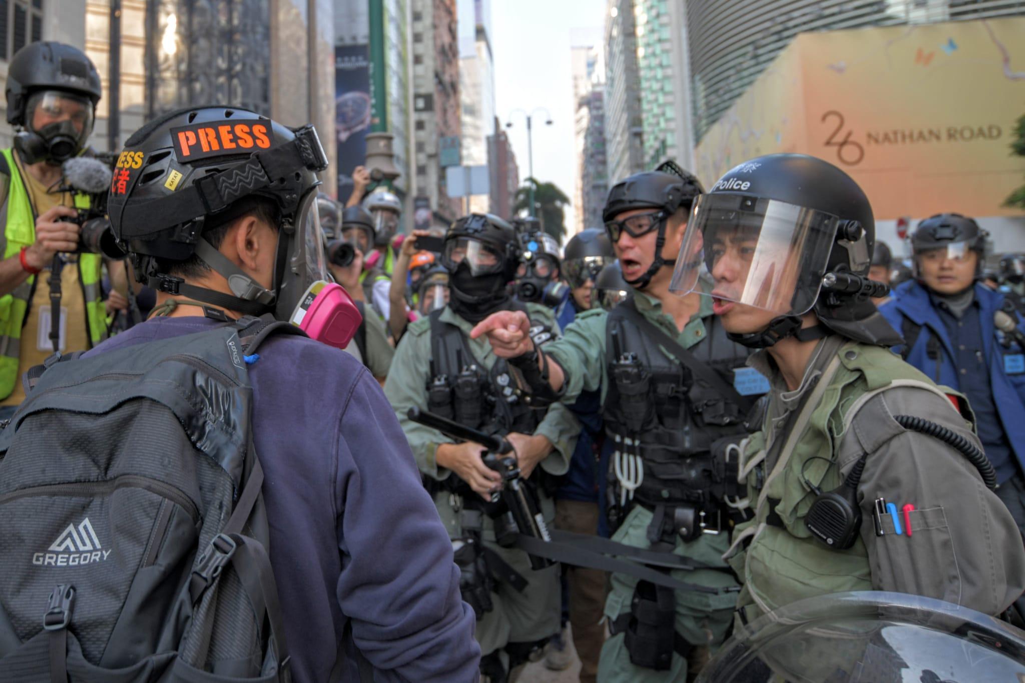 有警員驅趕記者