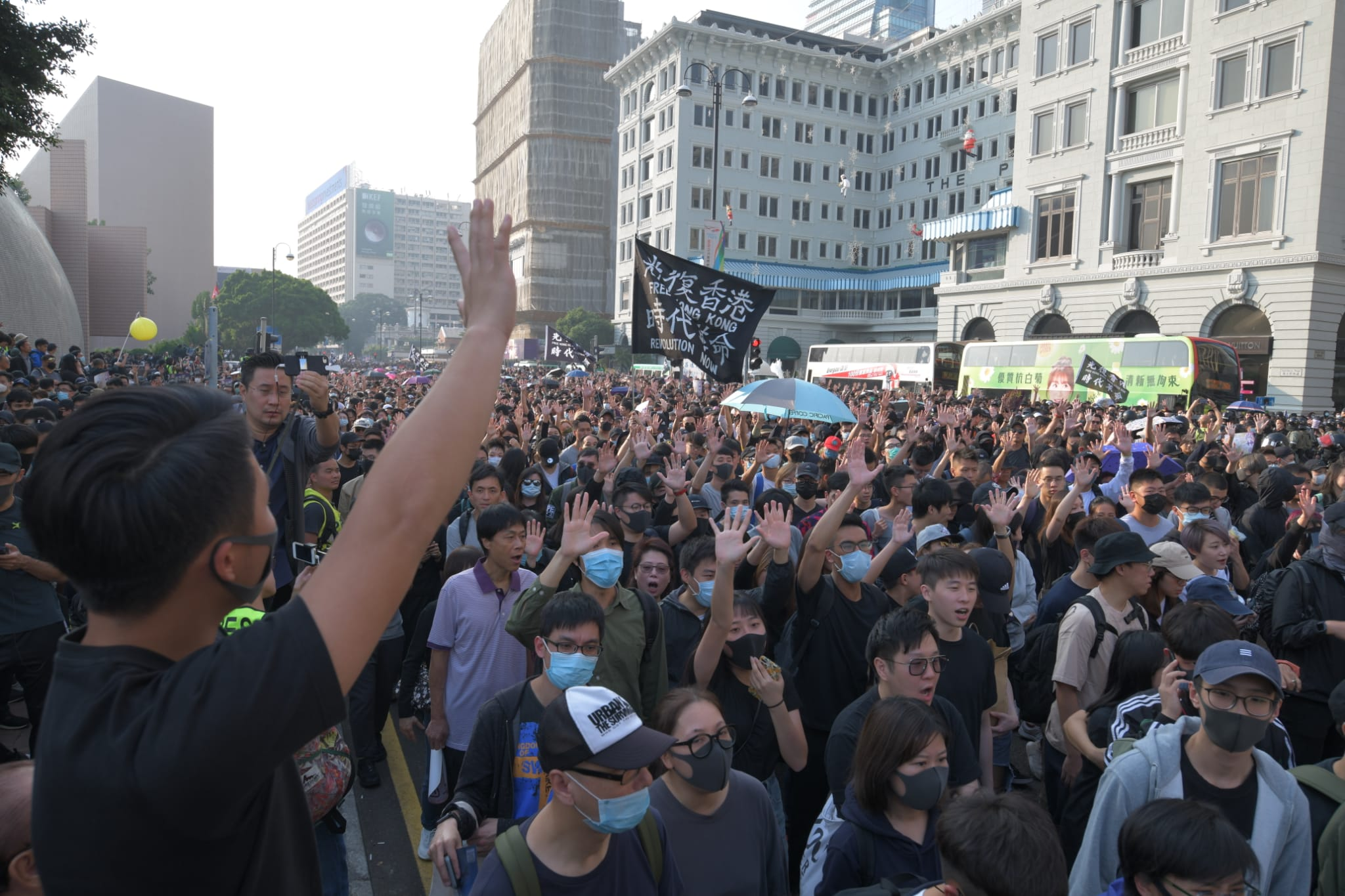 遊行人士佔據梳士巴利道及彌敦道