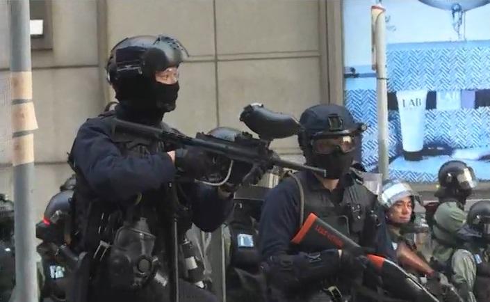 速龍小隊驅散示威者。NOW新聞截圖
